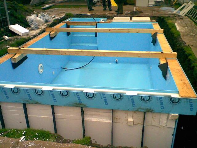 Polystyren kolem bazénu